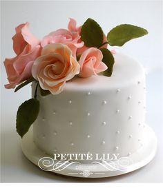 Bolo para noivado com flores de açúcar