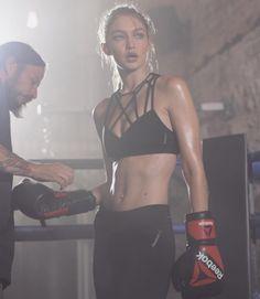 4 consejos para tener el abdomen de Gigi Hadid vía @zumbynews #noticias #by #Hoy #NellaBisuTej