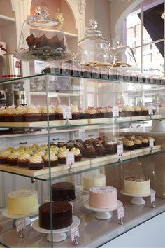 By peggy porschen cakes bakery bakery shop design, cake shop Food Bakery, Bakery Decor, Bakery Store, Bakery Cafe, Cafe Restaurant, Bakery Ideas, Cake Shop Design, Coffee Shop Design, Bakery Design