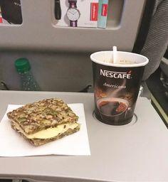Annas enkla Fröbröd - 56kilo.se - Recept, inspiration och livets goda Nescafe, Malaga, Lchf, French Toast, Food And Drink, Low Carb, Favorite Recipes, My Favorite Things, Breakfast