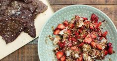 Grillad lövbiff och chèvregryn med jordgubbar är det första i en serie filmer på goda recept man tillreder enkelt på sin grill. Och gptt blir det såklart!