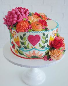 These Tasty Cakes are Decorated to Look Like Embroidered Dresses Embroidered cakes by Leslie Vigil // cake art // buttercream flowers Gorgeous Cakes, Pretty Cakes, Cute Cakes, Amazing Cakes, Beautiful Cake Designs, Beautiful Birthday Cakes, Flores Buttercream, Buttercream Flower Cake, Patterned Cake
