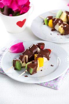 Espetadinhas de fruta com creme de chocolate   Menu de São Valentim  Robot de Cozinha nº 85 Fevereiro 2015 Disponivel online www.magzter.com Visite-nos em www.teleculinaria.pt