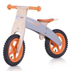 Bicicleta din lemn Biker marca Baby Dreams, este soluţia perfecta pentru a invaţa menţinerea echilibrului, totodata un ajutor foarte mare pentru trecerea la o bicicleta normala.