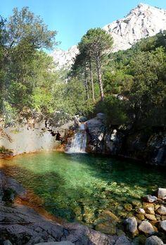 Corsica - Fleuves et Rivières - Le ruisseau de Polischellu,4,3 km sur la seule commune de Quenza, coulant de l'ouest vers l'est et ayant pris source au Bocca di Maro (1 634 m).Le Ruisseau de Polischellu est un affluent de la Rivière La Solenzara. Les cascades de Polischellu (en Corse-du-Sud, entre le Col de Larone et le Col de Bavella) Cascades du Polischellu, Sari-Solenzara, Arggiavara, Corse, France
