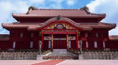 Shuri-jo (Shuri Castle) has a ridiculous number of stairs. It's pretty but has too many stairs.