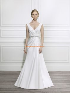 Robe de mariée évasée satin perles col V
