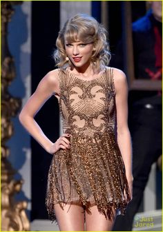 Taylor Swift Performs 'Blank Space' for First Time at AMAs 2014! (Video) | taylor swift american music awards 2014 19 - Photo