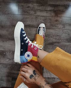 Discovered by purpleignis. Find images and videos about fashion, shoes and converse on We Heart It - the app to get lost in what you love. Converse Outfits, Mode Converse, Sneakers Mode, Sneakers Fashion, Fashion Shoes, Fashion Fashion, Fashion Clothes, Skater Fashion, Fashion Ideas