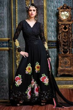 #kalaniketan #designer #salwarkameez #anarkali #salwarsuit #partywear #weddingwear #weddingseason #fashion #lookoftheday #lookspecial #salwarsuitonlineinunitedkingdom #salwarkameezonlineinus