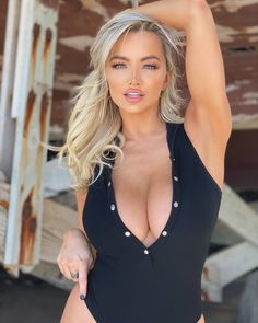 Lindsey Pelas: «went to the beach today 😝 Beauté Blonde, Blonde Beauty, Up Girl, Most Beautiful Women, Beautiful Beach, Sexy Outfits, Sexy Women, Lingerie, Ta Tas