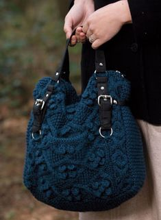 Following the stash busting scarf and the denim rug, I'm knitting this gorgeous bag!