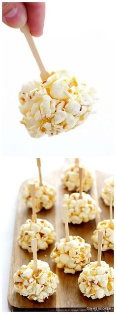 Honey Popcorn Balls Honey Popcorn Balls -- easy to make with 2 ingredients, and naturally sweetened with honey! Popcorn Recipes, Dessert Recipes, Homemade Popcorn, Fruit Dessert, Dessert Bread, Honey Popcorn, Popcorn Balls, Gimme Some Oven, Honey Recipes