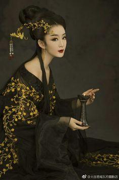 - Nữ nhân cosplay cổ trang by Kiều Mạt Yên Lộ. Japanese Prints, Japanese Kimono, Traditional Fashion, Traditional Outfits, Asian Woman, Asian Girl, Geisha Art, Chinese Clothing, Belle Photo