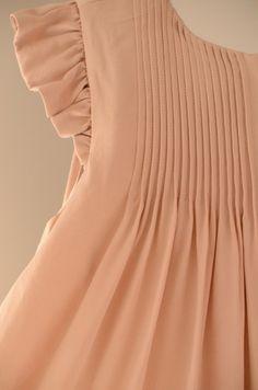 Girl's peach dress – Leopold and Livia – Via Little Scandinavian – Kindermode sommer Little Dresses, Little Girl Dresses, Cute Dresses, Girls Dresses, Frocks For Girls, Kids Frocks, Little Girl Fashion, Kids Fashion, Moda Kids