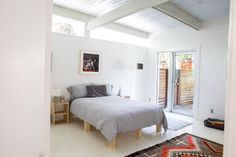 An Art Lover's Harmonious Home / Apartment Therapy
