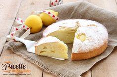 La torta sofficissima alla crema di limone è una torta dai sapori semplici di una volta. Una delle classiche torte della Nonna.