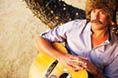 """Agora chegou a vez do litoral de São Paulo receber o músico californiano Donavon Frankenreiter, para apresentações de graça neste final de semana nas praias de Maresias, em São Sebastião (14/1), e da Enseada no Guarujá (15/1). A turnê foi especialmente criada para o projeto PRAIA SKOL SUNSET, que já teve duas outras edições; na...<br /><a class=""""more-link"""" href=""""https://catracalivre.com.br/geral/agenda/barato/donavon-frankenreiter-faz-shows-gratuitos-neste-final-de-semana/"""">Continue lendo…"""