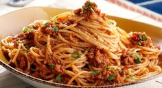 Spaghetti with Bolognese Sauce Easy Home Cooked Meals, No Cook Meals, Spaghetti Bolognese, Wine Recipes, Pasta Recipes, Cooking Recipes, Italian Chef, Italian Recipes, Italian Foods