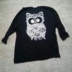 Long quarter sleeve shirt SZ:L -Black quarter sleeve shirt that is long. Big owl in the front. Goes great with a cute pair of leggings Tops Tees - Long Sleeve