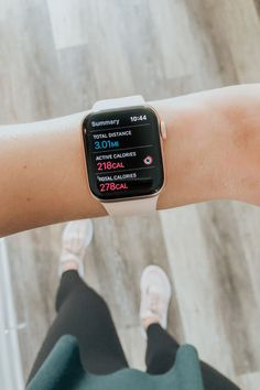 Years ago, when the Apple Watch craze first started taking shape, I remember thinking how crazy it was to need another phone permanently attached to your wrist. The idea of a fitness tracker that was… Apple Watch Fitness, Rose Gold Lights, Apple Watch Fashion, Apple Watch Faces, Accesorios Casual, Taking Shape, Workout Aesthetic, Birthday Wishlist, Apple Watch Series