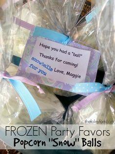 Frozen Birthday Party Favors Popcorn Snow Balls #recipe #diy #tutorial