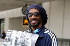 Snoooop dog with Cazal 607 😱✔️ Mirrored Sunglasses, Mens Sunglasses, Snoop Dogg, Vintage Frames, Famous Faces, Types Of Fashion Styles, Eyewear, Stars, My Style