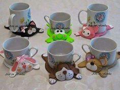 Dog mug rug Clay Crafts, Felt Crafts, Fabric Crafts, Sewing Crafts, Sewing Projects, Craft Projects, Hobbies And Crafts, Diy And Crafts, Arts And Crafts