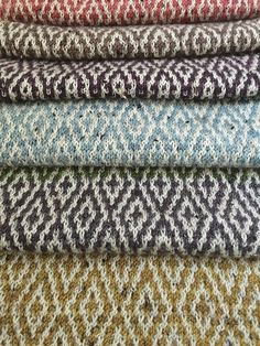 Ravelry: With a Nod to Ms. Walker scarf or wrap pattern by Carolyn Bloom Knitting Kits, Fair Isle Knitting, Knitting Stitches, Knitting Projects, Hand Knitting, Knitting Patterns, Crochet Patterns, Hand Knit Blanket, Knitted Blankets