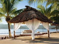 On 6 acres of fragrant gardens, flanked by jungle and a thousand feet of bone-white beach, Viceroy Zihuatanejo adorns Mexico's Pacific coastline like treasure washed in by the sea. Take a look!