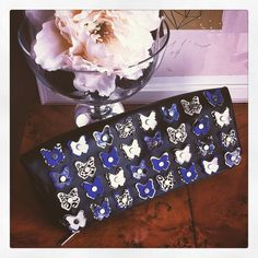OTTO...pochette in pelle nera e farfalle blu elettrico e bianco #otto #ottobag #bag #glamour #musthave #fashion #streetstyle #style #outfitoftheday #pochette #butterfly