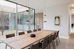 Eine Hofchenartige Einstulpung An Der Nordfassade Bringt Licht Und Transparenz Ins Haus