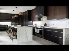 Sexy Kitchens with Black Cabinets 2019 House tour Luxe Dark & Modern Kitchen Small Modern Kitchens, Modern Kitchen Design, Interior Design Kitchen, Modern Interior Design, Cool Kitchens, Kitchen Contemporary, Kitchen Designs Photos, Beautiful Kitchen Designs, Kitchen Images