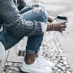 129d7d740587 Damen Mode, Winterbekleidung, Destroyed Jeans Selber Machen, Weiße Sneaker,  Kleiderschrank,