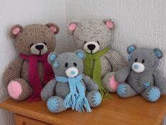Renate's hooks like this: Forever Friends bear Crochet Bear, Crochet Animals, Crochet For Kids, Crochet Dolls, Owl Crochet Patterns, Stuffed Toys Patterns, Friends Forever, Baby Gifts, Dinosaur Stuffed Animal