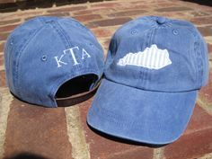 Show your team spirit or love for the Bluegrass in this adorable state applique hat with monogram. Blue hats will include a blue seersucker Monogram Stencil, Monogram Hats, Embroidery Monogram, Monogram Design, Embroidery Applique, Preppy Southern, Southern Style, Southern Prep, Machine Embroidery Projects