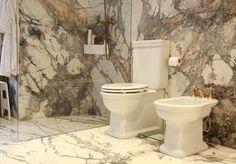 La piedra blanca y gris es un clásico en cualquier estancia de la casa, pero en el caso de los cuartos de baño es un plus. Invisible Grey, de Antolini, en este proyecto nos da un ejemplo de majestuosidad y elegancia. Baño piedra | Marmol | Piedra natural
