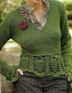Suéter tipo cache coeur tejido con técnica combinada