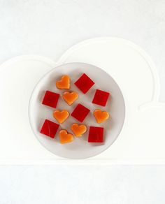 Apple Gummies easily made with your favourite juice combination & a great way to give your kid's little guts some love. Kids eat by Shanai Healthy Toddler Snacks, Healthy Meals For Kids, Kids Meals, Easy Meals, Healthy Food, Lunch Box Recipes, Lunchbox Ideas, Lunch Snacks, Kid Lunches