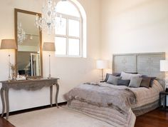 The tall mirror and lamps provide visual balance for the imposing arched window.  A beautiful room from @Schibsted Forlag - Inspirasjon soverom