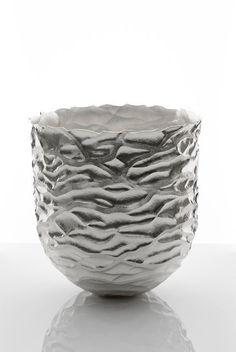 Hiroshi Suzuki . seni vase, 2014, forged silver
