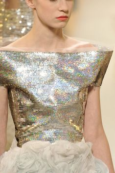 Chanel at Couture Spring 2010 - Details Runway Photos Style Couture, Couture Details, Fashion Details, Couture Fashion, Runway Fashion, Fashion Design, Fashion Trends, Dress Fashion, Chanel Fashion