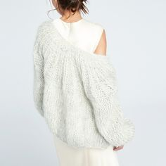 This feminine cardigan has a luxuriously soft (even vintage-y) feel thanks to the soft and fuzzy hand-knit mohair. Plus, it has a crewneck cut, pleated. Hand Knitting, Knitting Patterns, Crochet Patterns, Mohair Sweater, Knitting Projects, Casual Looks, Knit Crochet, Feminine, Pullover