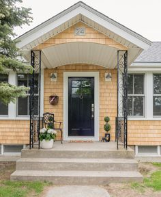 39 Cool Small Front Porch Design Ideas | Lake house ideas ...