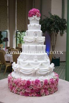 Hall of Cakes - Luxury Wedding Cakes Princess Wedding Cakes, Big Wedding Cakes, Luxury Wedding Cake, Beautiful Wedding Cakes, Gorgeous Cakes, Wedding Cake Designs, Pretty Cakes, Victorian Wedding Cakes, Extravagant Wedding Cakes