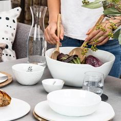 "stil.leben concept store on Instagram: """"SALAT MACHT VERGNÜGT, GLÜCKLICH..."" 😀mit dieser Salatschüssel bestimmt.  @stil.leben #feldkirchliebe  #interior #interiordesign #design…"" Feldkirch, Interiordesign, Tableware, Kitchen, Instagram, Home, Home Accessories, Life, Cuisine"