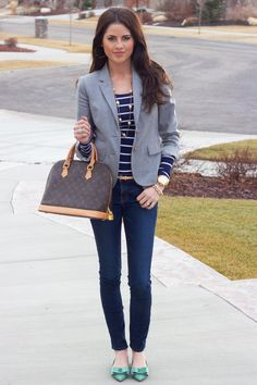 one of my favorite casual school looks: navy shirt, a blazer, gold jewelry, and a Louis Vuitton Mode Chic, Mode Style, Preppy Style, Style Me, Preppy Girl, Cute Blazers, Mode Blog, Autumn Winter Fashion, Fall Winter