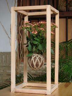 Unique Hanging Kokedama Ball Ideas for Hanging Garden Plants selber machen ball Indoor Garden, Garden Art, Indoor Plants, Garden Plants, Orchid Planters, String Garden, Succulent Display, Decoration Plante, Diy Plant Stand