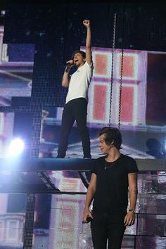 Louis and Harry on stage in Adelaide 09.23.13