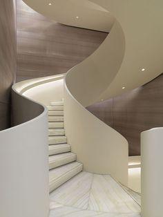 escada branca circular